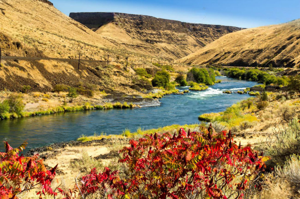 BEST PLACES TO GO (SUP) STAND UP PADDLE BOARDING IN Deschutes River, Oregon, USA