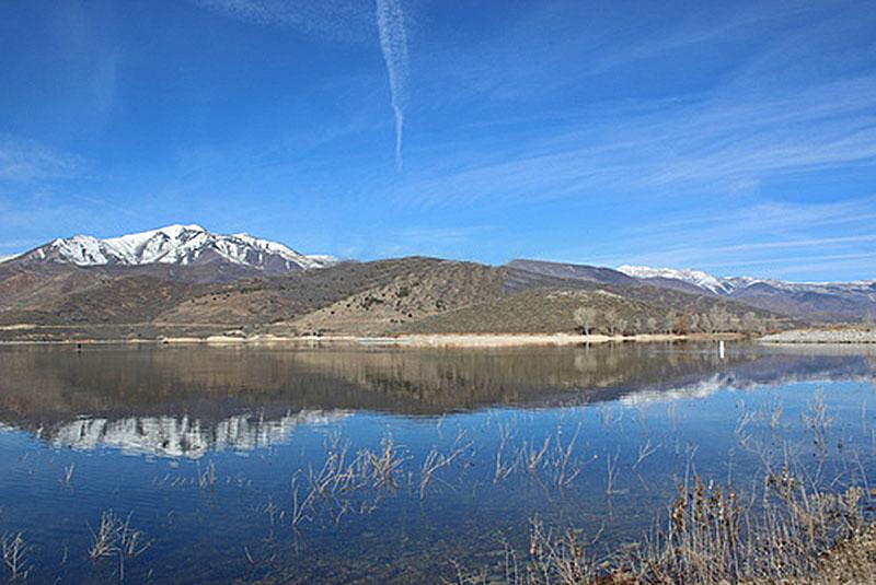 Standup Paddle Boarding in Deer Creek Reservoir Utah