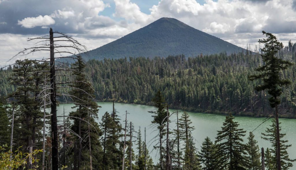 Best Place To go SUP standup paddle boarding in Suttle Lake Oregon