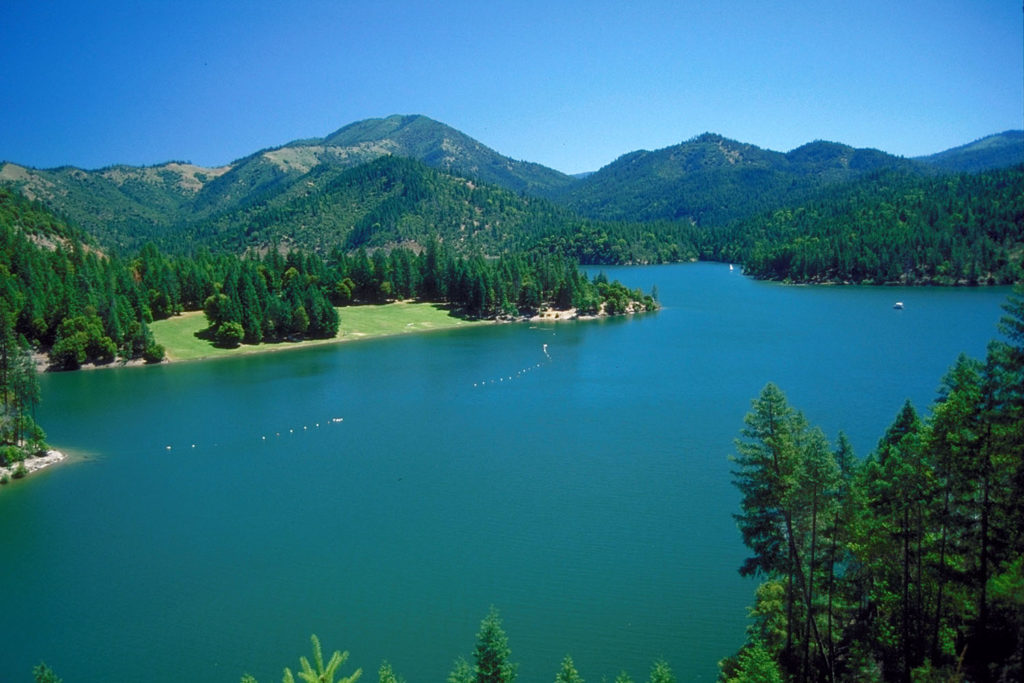 Best Place To go SUP standup paddle boarding in Applegate Lake Oregon